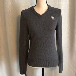 A & F muscle v-neck sweater